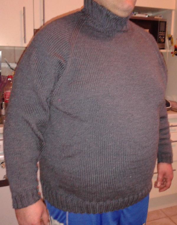 Maglione per il marito, taglia comoda. Top-down raglan con filato Hayfield Bonus Aran.